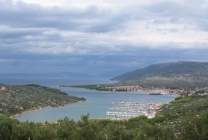Kroatien Insel Cres Blick auf Cres Foto wikipedia punxsutawney phil 300x202 Wanderreisen