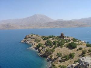 Türkei Akdamar Insel Vansee wikipedia 300x225 Nordosttürkei