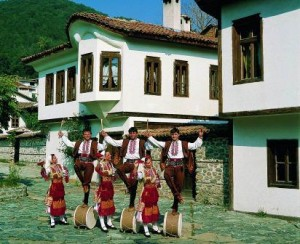 Bulgarien Trachtengruppe 300x244 Länder